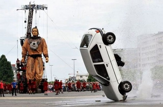 weird_car_crashes_640_27
