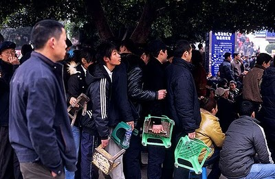crowded_train_stations_in_china_13