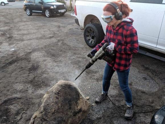 あまり地質学者を怒らせない方がいい。いたずらされ自分の車の前に岩を置かれた学者のリベンジ!