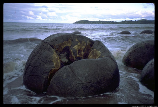 boulders_from_out_640_14