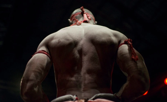 呪いをかけるまでが格闘技です。リング上で繰り広げられる呪詛的な戦い「ブードゥーレスリング」(コンゴ)
