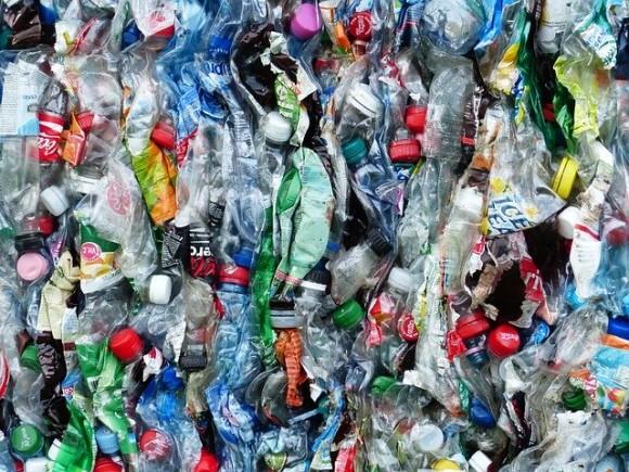 plastic-bottles-115071_640_e