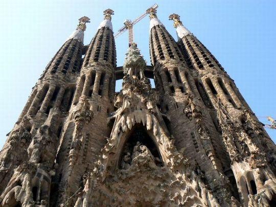 temple_expiatori_de_la_sagrada_familia_in_barcelona_01