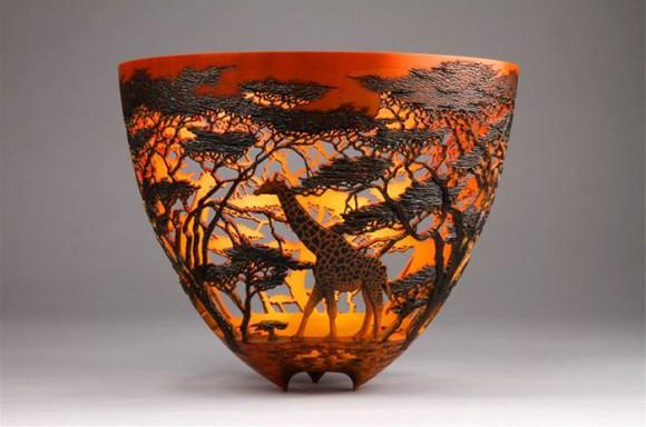 まさに芸術品。壮大なアフリカの自然の風景を刻み込んだ木工彫刻