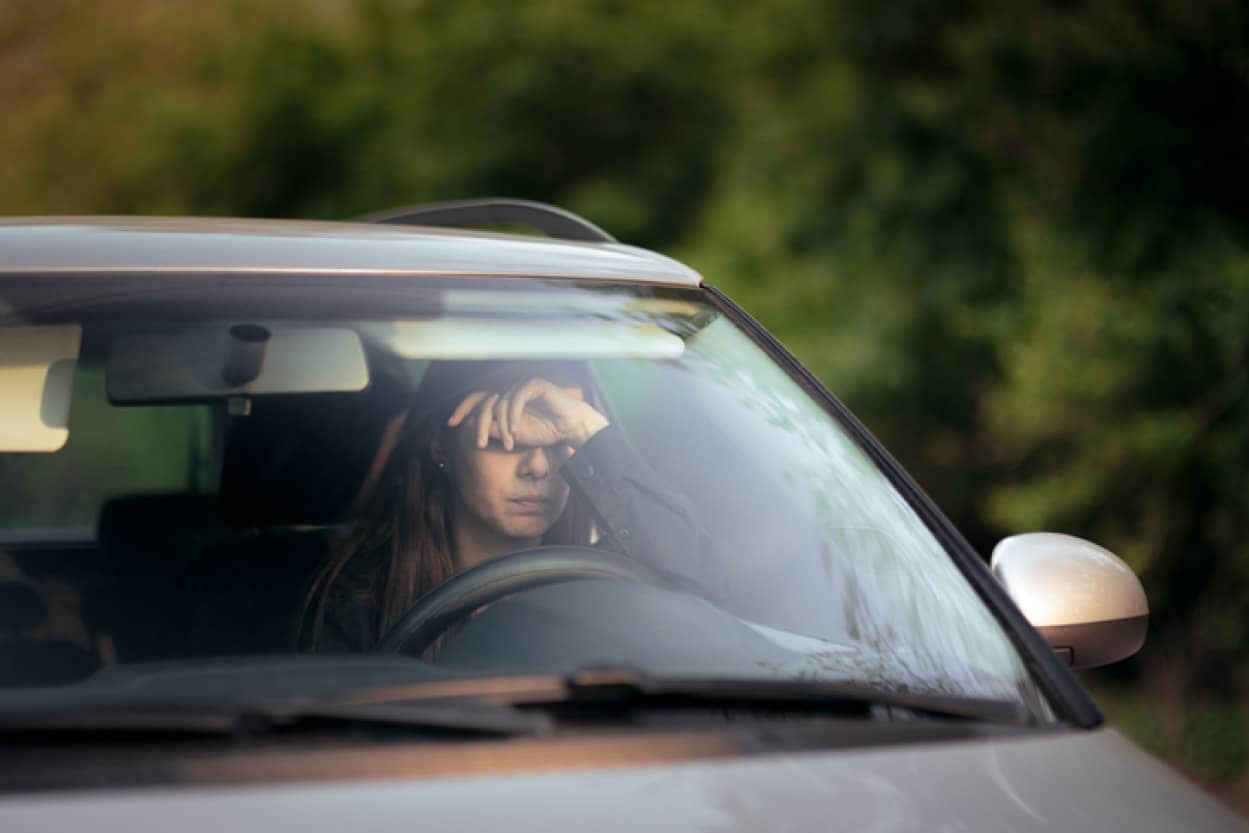 車の中でひとり泣いていた女性を見かけた親子のやさしさ