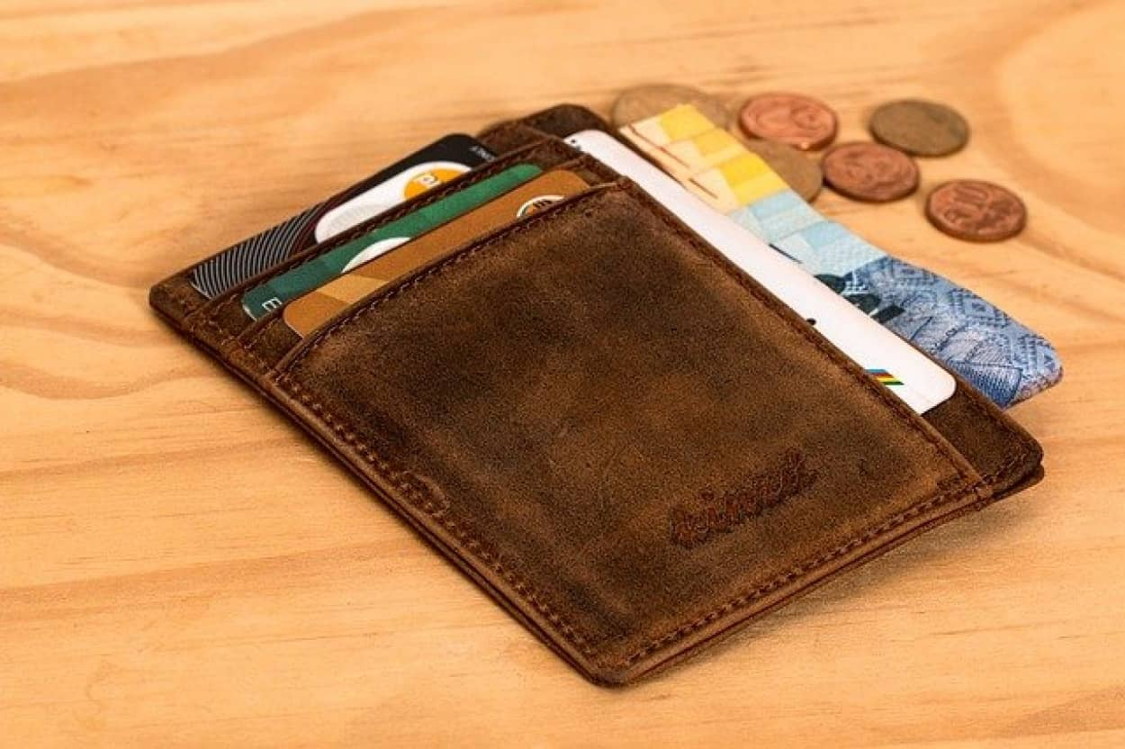 路上で拾った財布の持ち主を自力で探し出し、返すことに成功