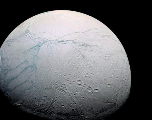 やはりあったか!土星の衛星「エンケラドス」に液体の海の存在が明らかに(国際研究)