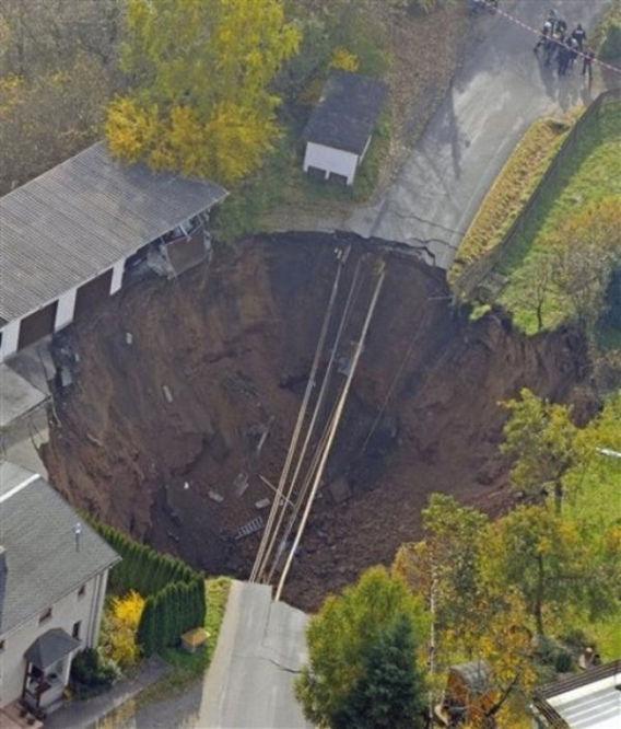 giant_landslide_07