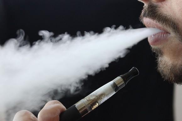 結局のところ電子タバコってどうなの?従来の紙タバコよりはましであることが判明(米研究)