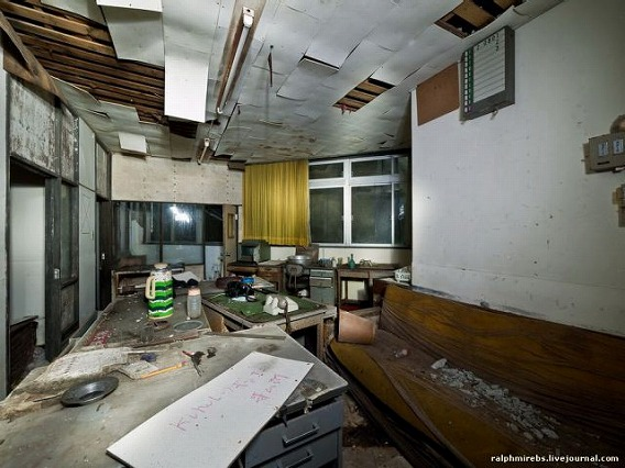an_abandoned_hotel_in_japan_640_17