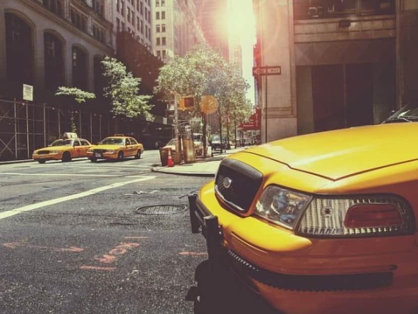taxi-238478_640_e