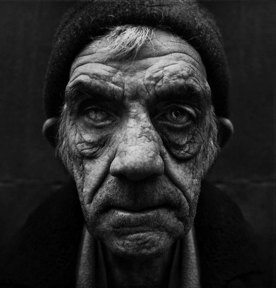 amazing_black_and_white_photos_of_the_homeless_640_15