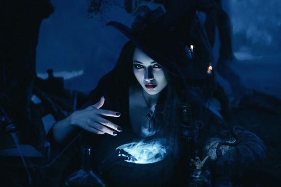 え?21世紀なのに?カナダで女性が魔法を使い魔女の嫌疑で逮捕される事案発生。その真相は?