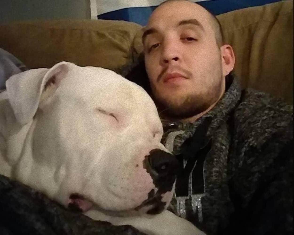 愛犬の手術代のためにすべてをなげうつ覚悟をした男性の物語