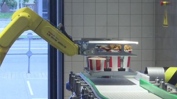 ロシアのKFCがロボットヘルパーを導入。顧客と接触しない「未来のレストラン」をオープン
