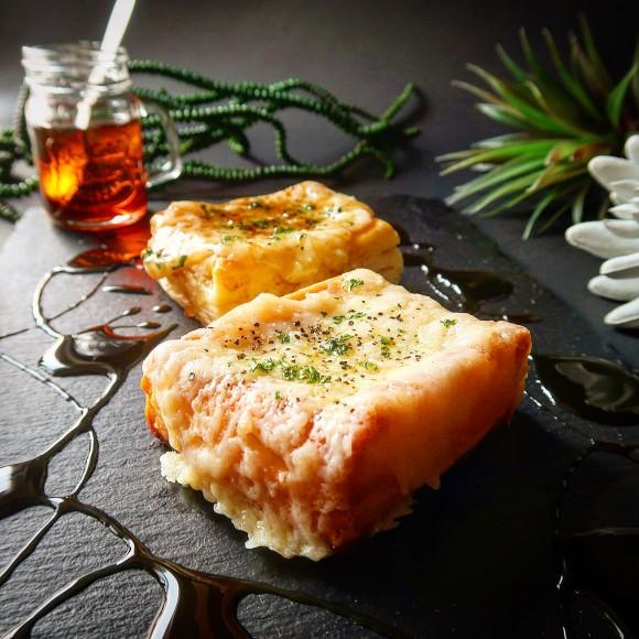 大人気のセブンイレブン「ホットビスケット」を簡単アレンジ。チーズとマヨで更なる高みに!やばい止まらない【ネトメシ】