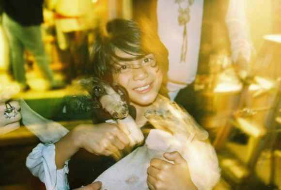 海外で語り継がれ、そして伝説となった少年と小さな子犬の物語