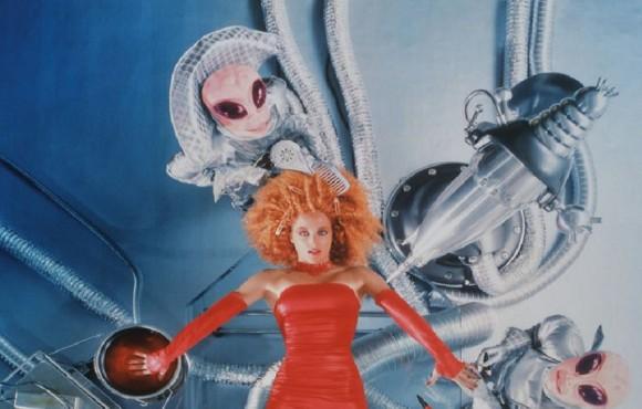 1990年代のX-ファイル時代に撮影されたモルダーとスカリーのシュールなサイケデリックフォトが今再び脚光を浴びている件