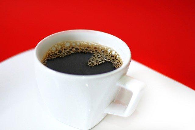 コーヒーに含まれるカフェインの効能は時間帯に左右されるのか?