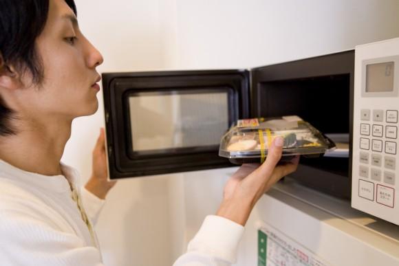 「日本では2020年に電子レンジが廃止される」海外で広まっている噂の真相は?