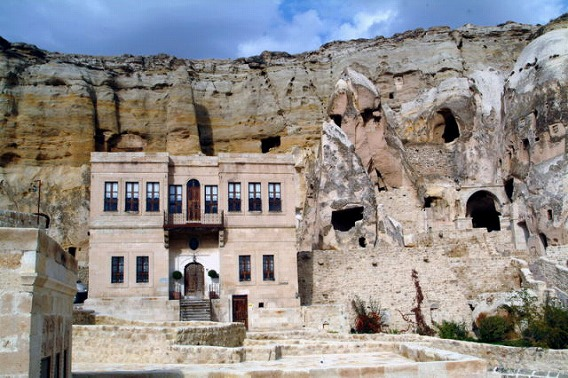 a_cave_hotel_640_19