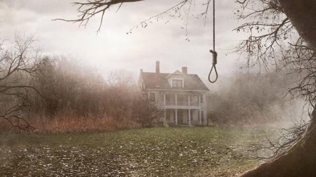 怪奇現象に出会えるかもしれない。ホラー映画『死霊館』の舞台となった家が売り出し中