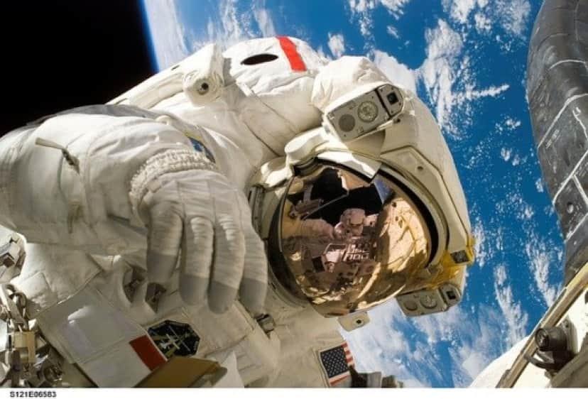 astronaut-11080_640_e