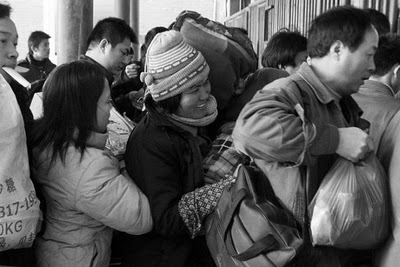 crowded_train_stations_in_china_14