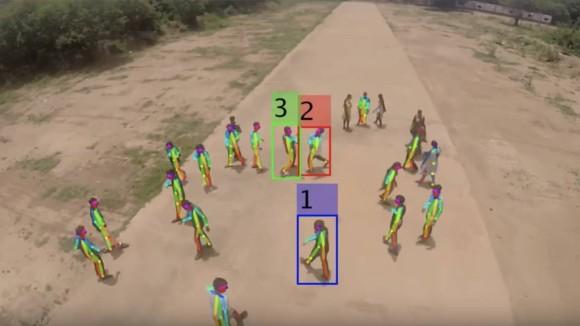 リアルタイムで群衆を監視。その中から暴力行為を特定するドローンAIシステムを開発(英・インド研究)