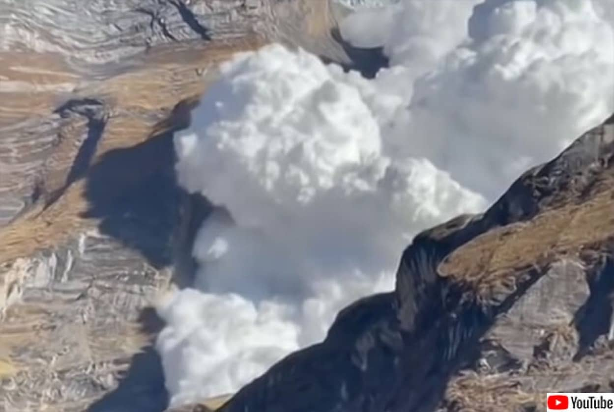 ヒマラヤ山脈、アンテプルナで巨大な雪崩