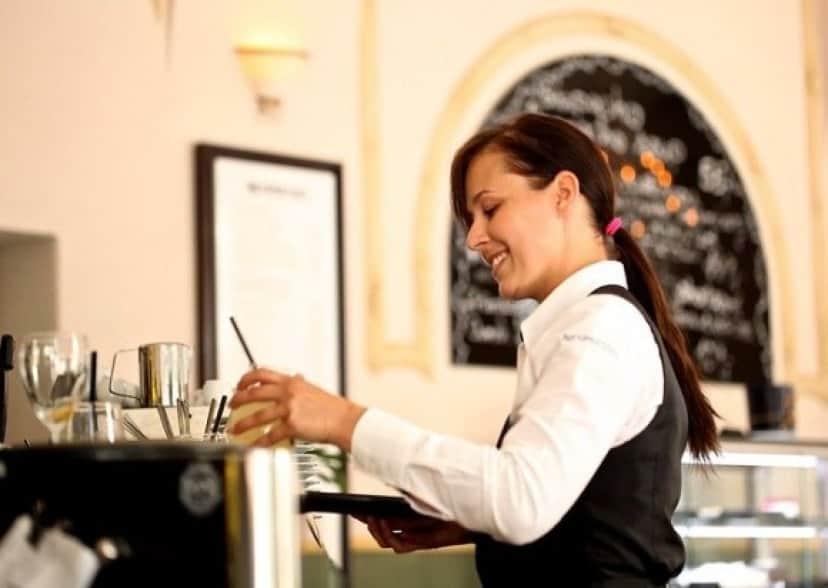 waitress-2376728_640_e