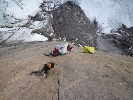 extreme_hanging_tents_640_11