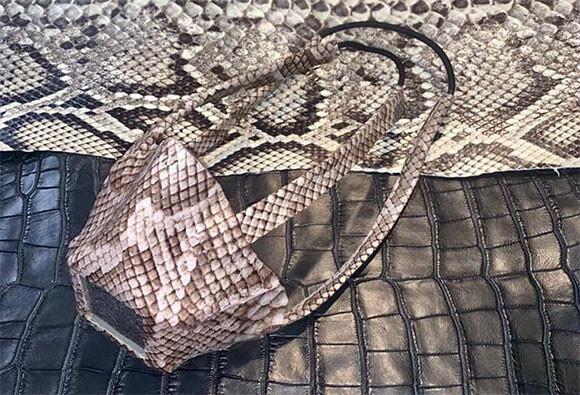 蛇革製マスク