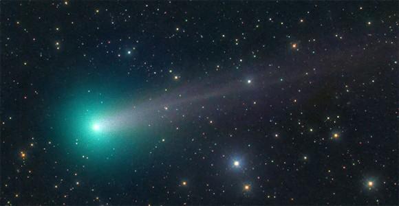 宇宙からのお年玉キター!1月7日、緑色の彗星「ラブジョイ」が地球に最大接近!肉眼でも観測可能に。次のチャンスは8000年後