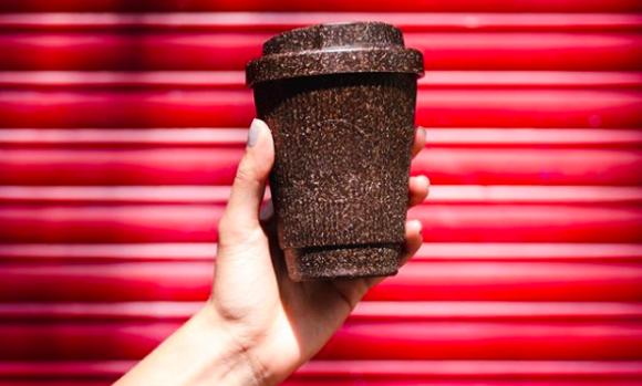 プラスチックの代わりに。コーヒー豆から作られたコーヒーカップ&マグが登場。洗って何度も使える(ドイツ)
