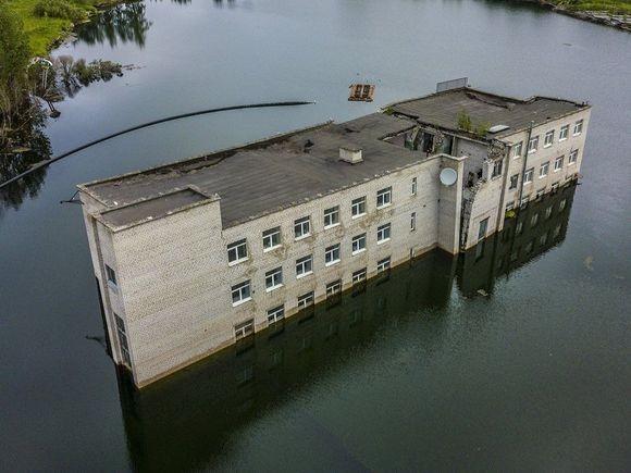 sunken-building