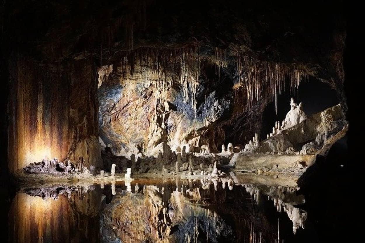 時間を知ることができない洞窟の中で行われているロックダウン実験