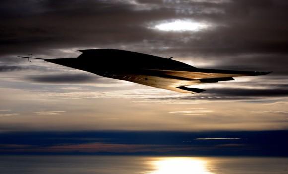 航空力学美を結集した、戦闘攻撃型ステルス無人航空機 「ニューロン(nEUROn)」がお披露目