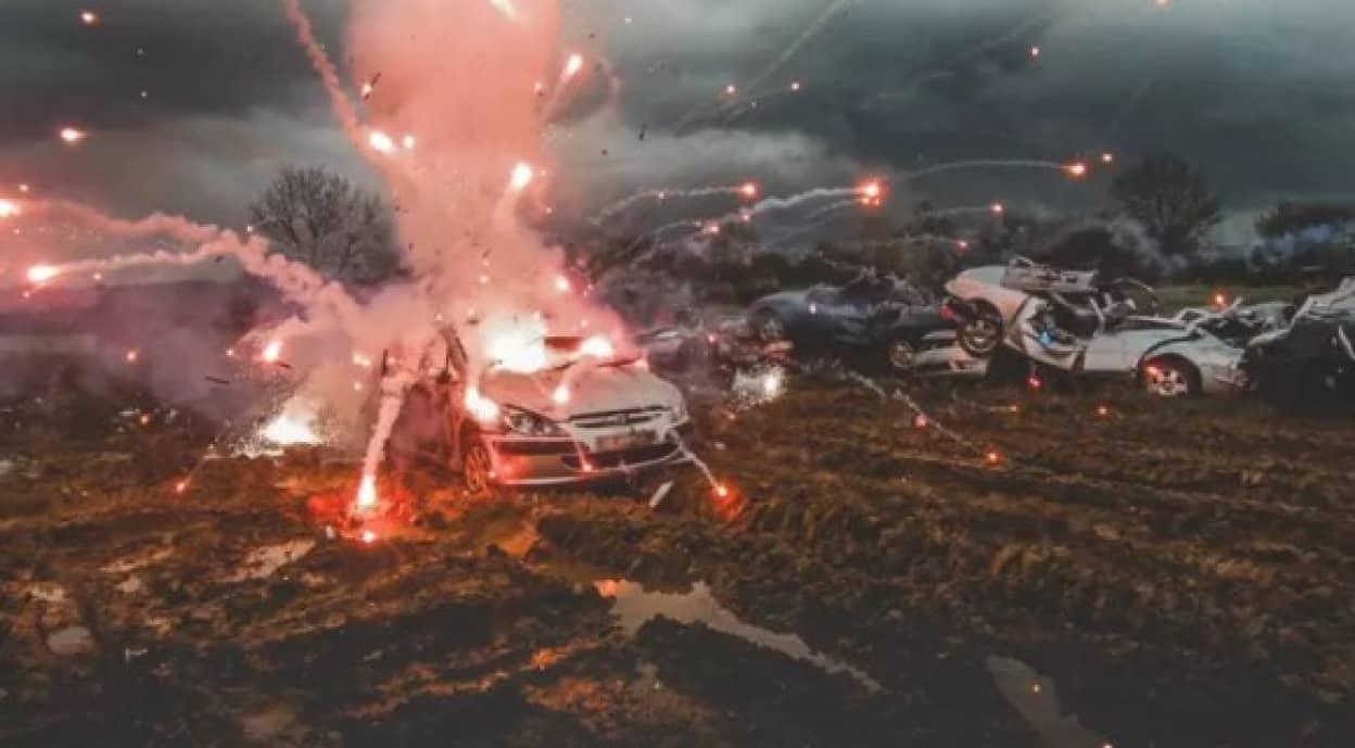 ショットガンと戦車で廃車を粉砕するイベント