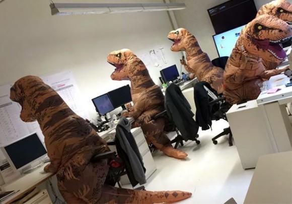 デスクワークも辛いんじゃ~!殺伐としたオフィスにユーモアを。日常を非日常に変える13の方法