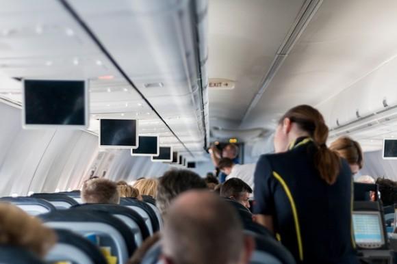 機内ではおむつ着用を通達された中国の客室乗務員