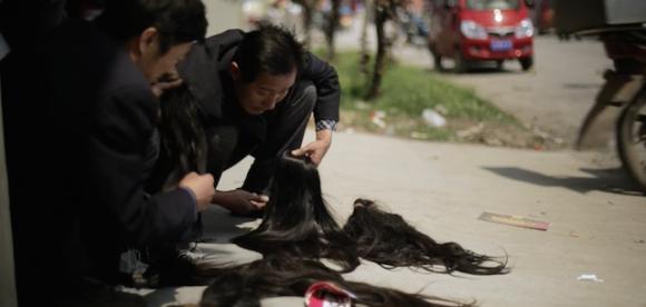 人毛から工芸品。中国山東省での人毛市場から工場へ運ばれた髪の毛が工芸品に変わるまで「Hair Highway」