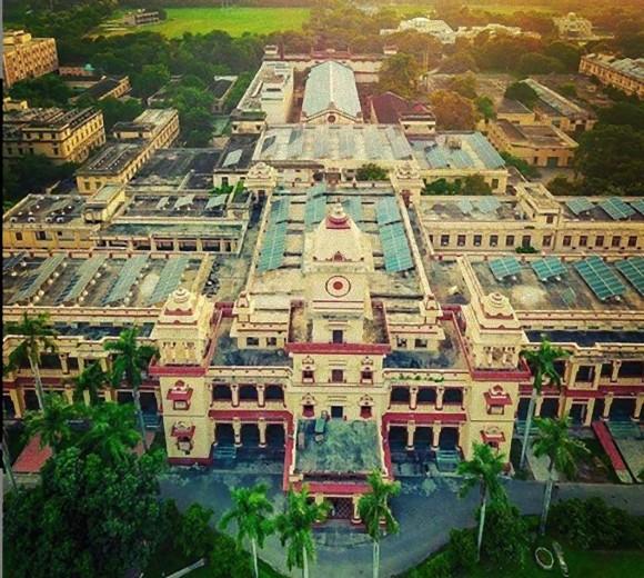 """インドの大学で初の「幽霊学」コースが開講。医師らが""""アーユルヴェーダ""""を用いた心理障害の治療を学ぶ"""