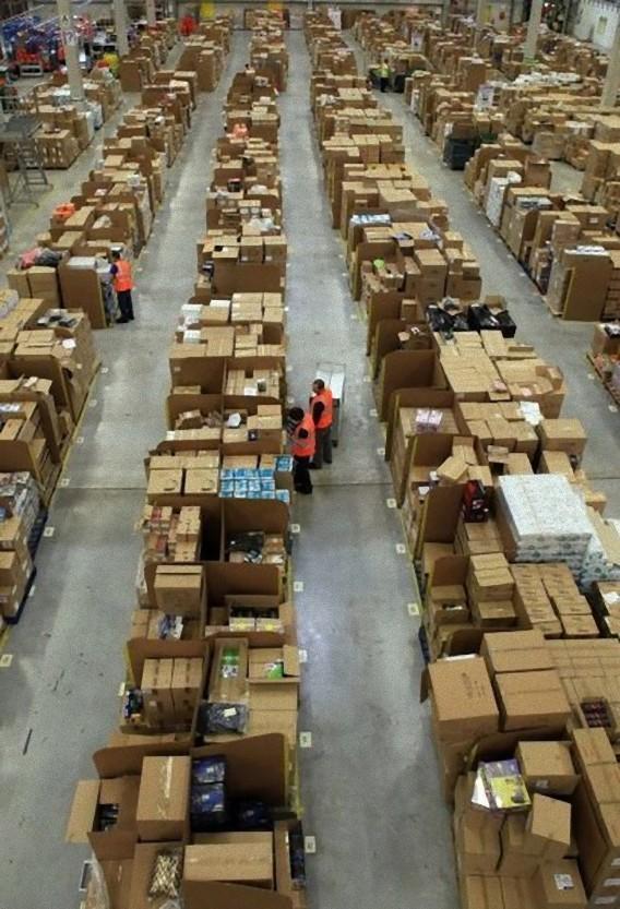 Gigantic-Warehouse-002_e
