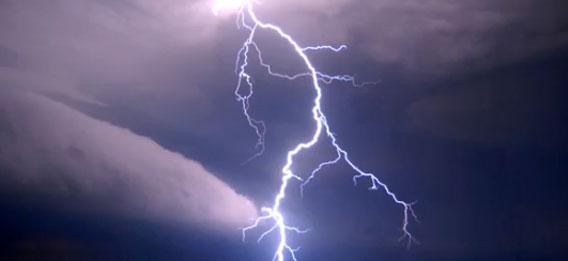 スーパーライトニングボルトー!雷の放った会心の一撃を一挙にみることができる総集編映像