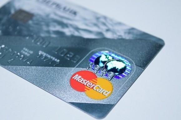 更新されたデビットカードが銀行から大量に送られてきた件