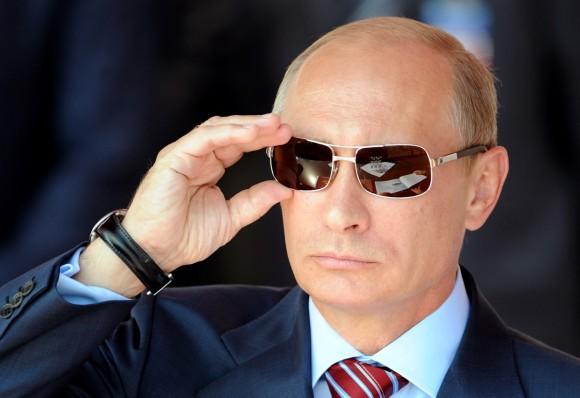 西部警察の大門もびっくりなサングラスなプーチン大統領