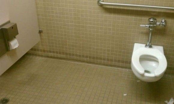 ユーザビリティまったく無視。使いづらい、ていうか使うことを躊躇してしまう世界のトイレ