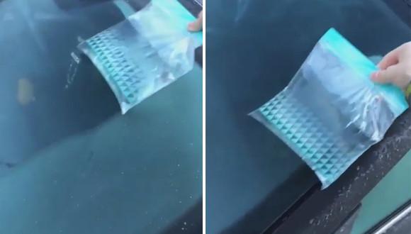 車の氷を解かす簡単な方法。チャック付きの食品保存用袋にお湯を入れて温める
