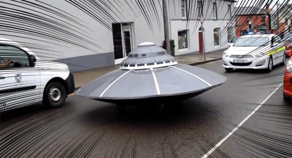アイルランドにUFOが発生!なぜか路上を走りパトカーに追跡されるという事案